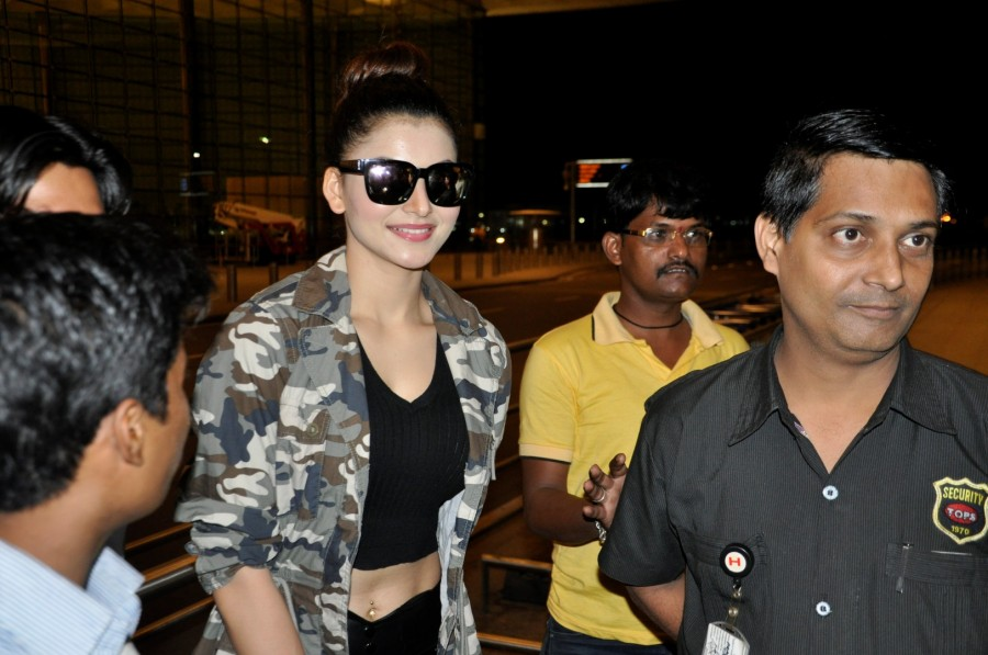Urvashi Rautela,Urvashi Rautela at SIIMA Awards,SIIMA Awards,SIIMA Awards 2016,SIIMA Awards pics,SIIMA Awards images,SIIMA Awards stills,SIIMA Awards pictures,actress Urvashi Rautela,Urvashi Rautela at Airport