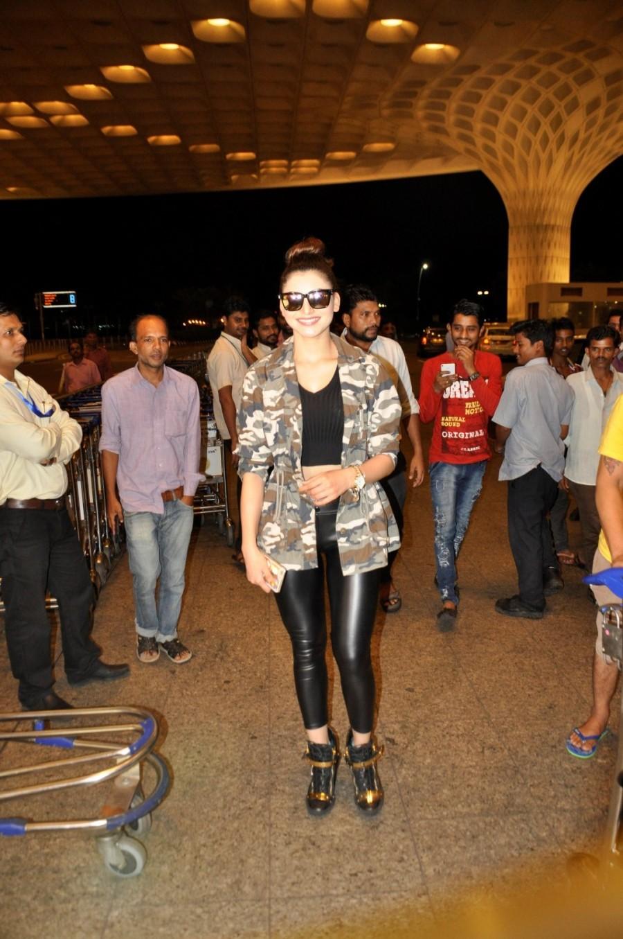 Urvashi Rautela,Urvashi Rautela at SIIMA Awards,SIIMA Awards,SIIMA Awards 2016,SIIMA Awards pics,SIIMA Awards images,SIIMA Awards stills,SIIMA Awards pictures,actress Urvashi Rautela,Urvashi Rautela at Airport