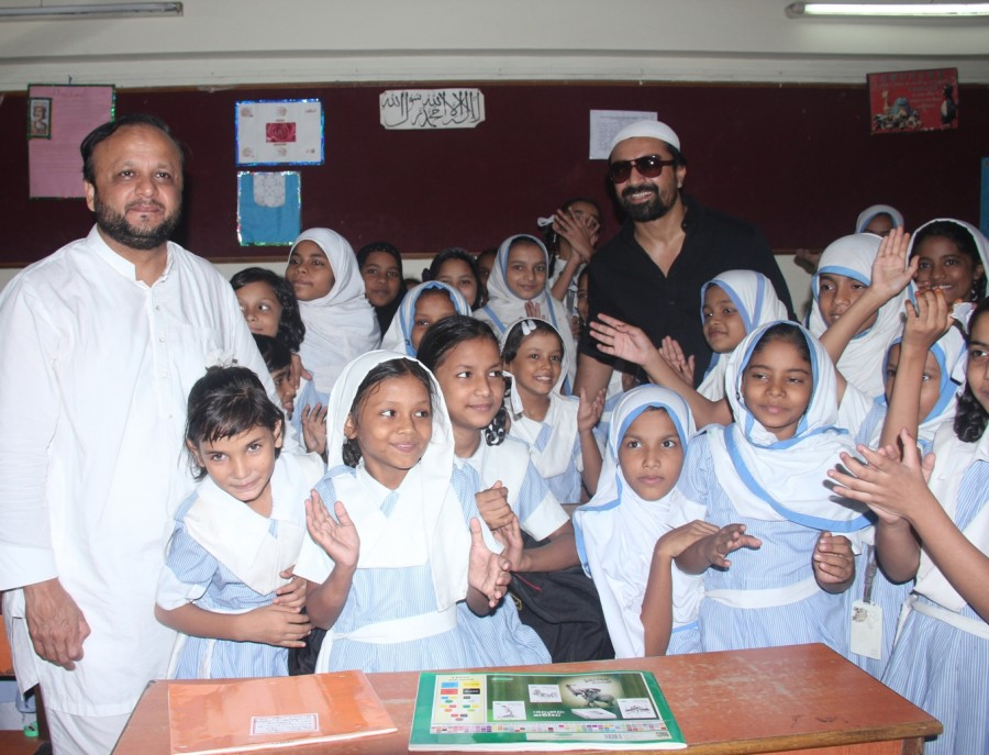 Bhamla Foundation,Ajaz Khan,Van Mahotsav Week,Philanthropist Asif Bhamla,tree plantation,planting tree,Anjuman Islam Girls School