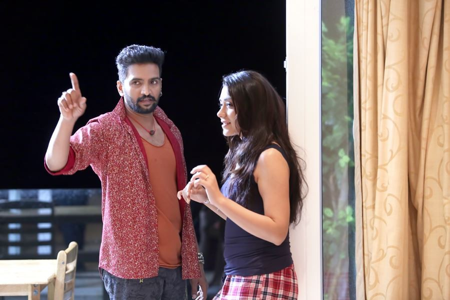 Dhilluku Dhuddu,tamil movie Dhilluku Dhuddu,Santhanam,Santhanam in Dhilluku Dhuddu,Shanaya,Dhilluku Dhuddu movie stills,Dhilluku Dhuddu movie pics,Dhilluku Dhuddu movie images,Dhilluku Dhuddu movie photos,Dhilluku Dhuddu movie pictures,Dhilluku Dhuddu sti