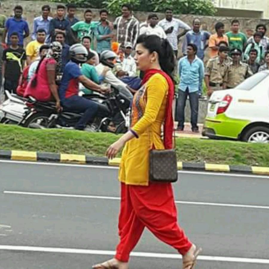 Singam 3,Suriya,Shruti Haasan,Suriya and Shruti Haasan,Singam 3 working stills,Singam 3 working pics,Singam 3 working images,Singam 3 working photos,Singam 3 working pictures