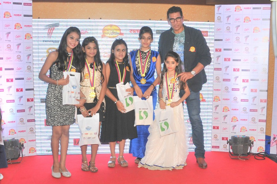 Celebs at 'Save The Girl Child' campaign,Save The Girl Child,Anil Sharma,Mukesh Rishi,Kanika Maheshwari,Mushtaq Khan,Kumar Mohan