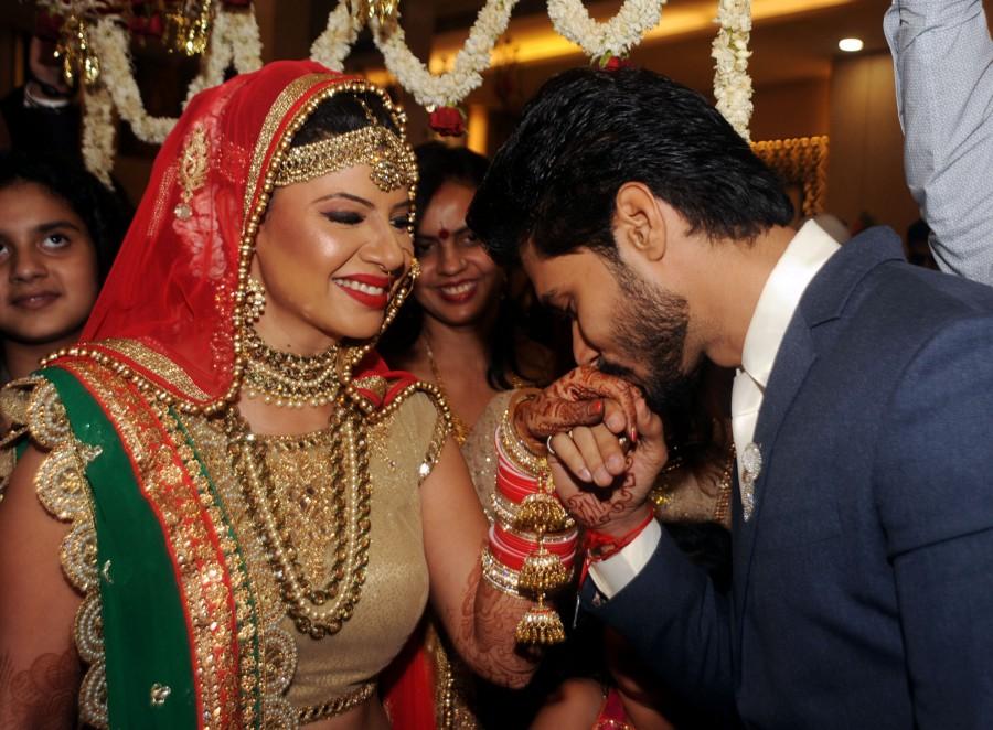 Sambhavna Seth,Sambhavna Seth wedding pictures,Sambhavna Seth wedding pics,Sambhavna Seth wedding images,Sambhavna Seth wedding stills,Sambhavna Seth weds Avinash Dwivedi,Avinash Dwivedi