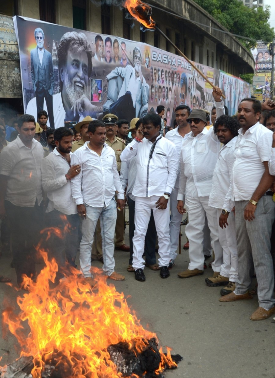 Vatal Nagaraj,Rajinikanth,Kabali,protest against Rajinikanth's Kabali movie,protest against Rajinikanth,protest against Kabali,Kabali movie,Kabali protest