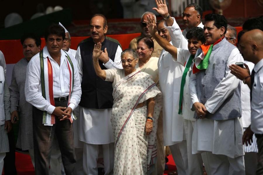 Congress UP poll campaign,UP poll campaign,Congress poll campaign,Sonia Gandhi,Rahul Gandhi,3-day bus yatra,Congress Vice President Rahul Gandhi,Raj Babbar,Ghulam Nabi Azad,Babbar,Dikshit,bus yatra,cONGRESS bus yatra