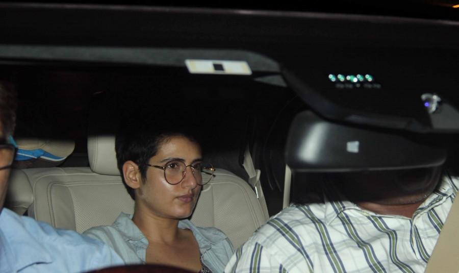 Dangal cast,Dangal cast and crew,Aamir Khan,Aamir Khan house,Dangal cast and crew get together at Aamir Khan's house,bollywood movie Dangal,Dangal on the sets