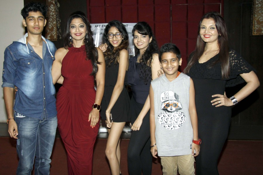 Deepshikha,Dadasaheb Phalke Golden Camera Award,Dadasaheb Phalke Golden Camera Award 2016,Aartii Naagpal,Deepshikha surprise party