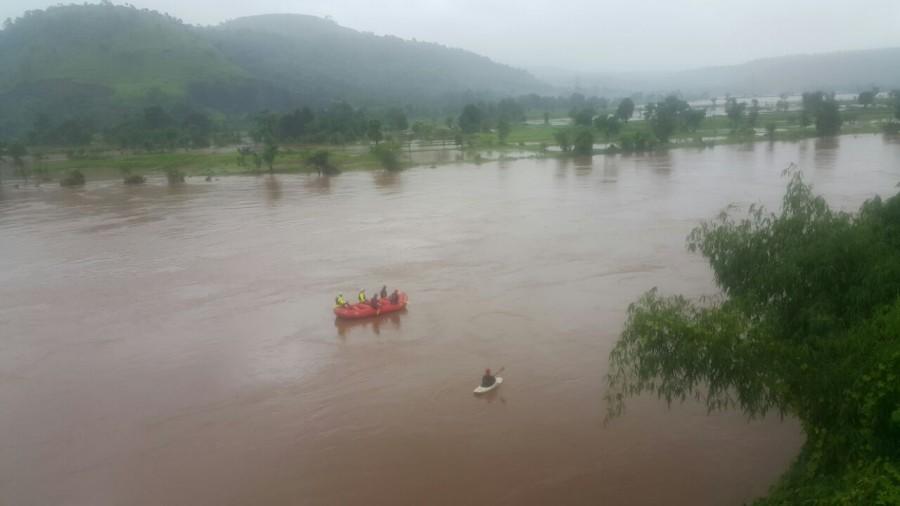 Mumbai-Goa highway bridge collapse,bridge collapse,highway bridge collapse,flood waters,bridge collapse in Mumbai-Goa Highway,bridge collapse in Mumbai Highway,bridge collapse in Goa Highway