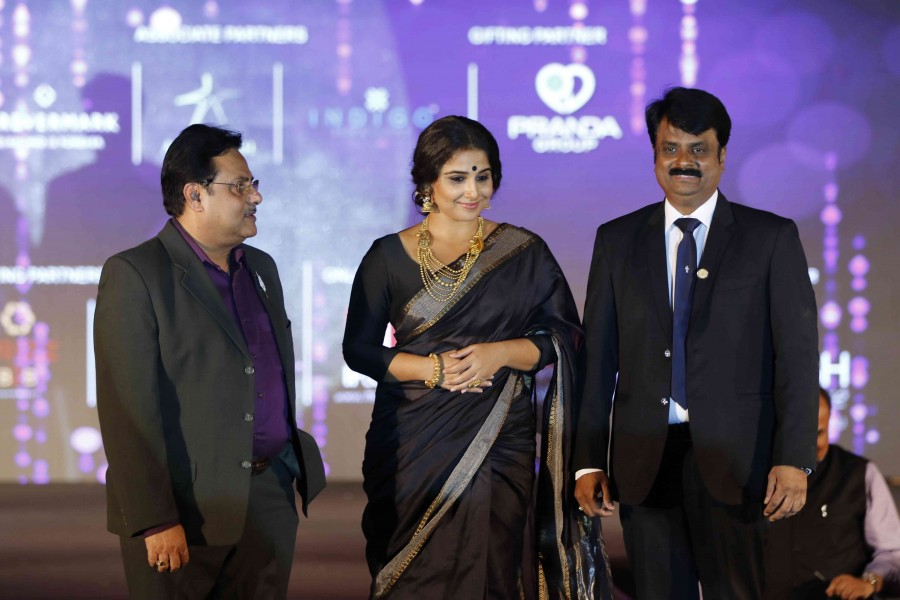 Vidya Balan,actress Vidya Balan,Vidya Balan walks the ramp,GJF Fashion Nite,All India Gems,Jewellery Trade Federation,Vidya Balan latest pics,Vidya Balan latest images,Vidya Balan latest photos,Vidya Balan latest stills,Vidya Balan latest pictures