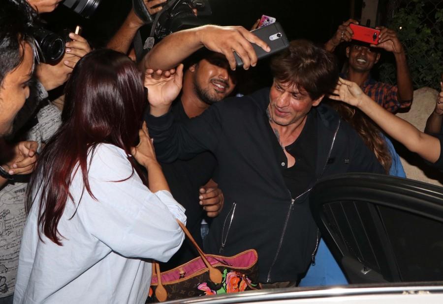 Shahrukh Khan,Shahrukh Khan at Shankar Mahadevan studio,Shankar Mahadevan,Shankar Mahadevan studio,SRK,actor Shahrukh Khan,Shahrukh Khan latest pics,Shahrukh Khan latest images,Shahrukh Khan latest photos,Shahrukh Khan latest stills,Shahrukh Khan latest p