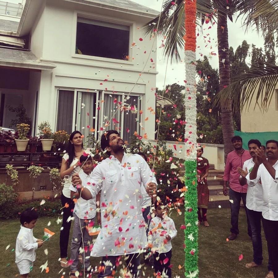 70th Independence Day,70th Independence Day celebrations,Independence Day,Independence Day celebrations,Allu Arjun,Mohanlal,Allu Arjun hoist Indian Flag,Mohanlal hoist Indian Flag,Indian Flag