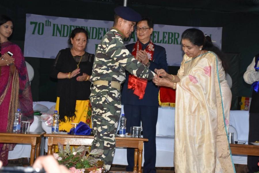 Asha Bhosle,Singer Asha Bhosle,Asha Bhosle dedicates Raksha Bandhan,Indian armed forces,Border Security Force,Raksha Bandhan,Raksha Bandhan celebrations,Raksha Bandhan pics