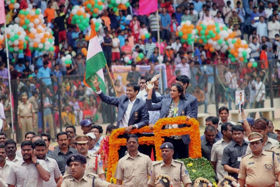 PV Sindhu,Olympic silver medal winner P.V. Sindhu,Hyderabad welcomes PV Sindhu,PV Sindhu in Hyderabad,Pullela Gopichand,PV Sindhu with Silver Medal,PV Sindhu pics,PV Sindhu images,PV Sindhu photos,PV Sindhu stills