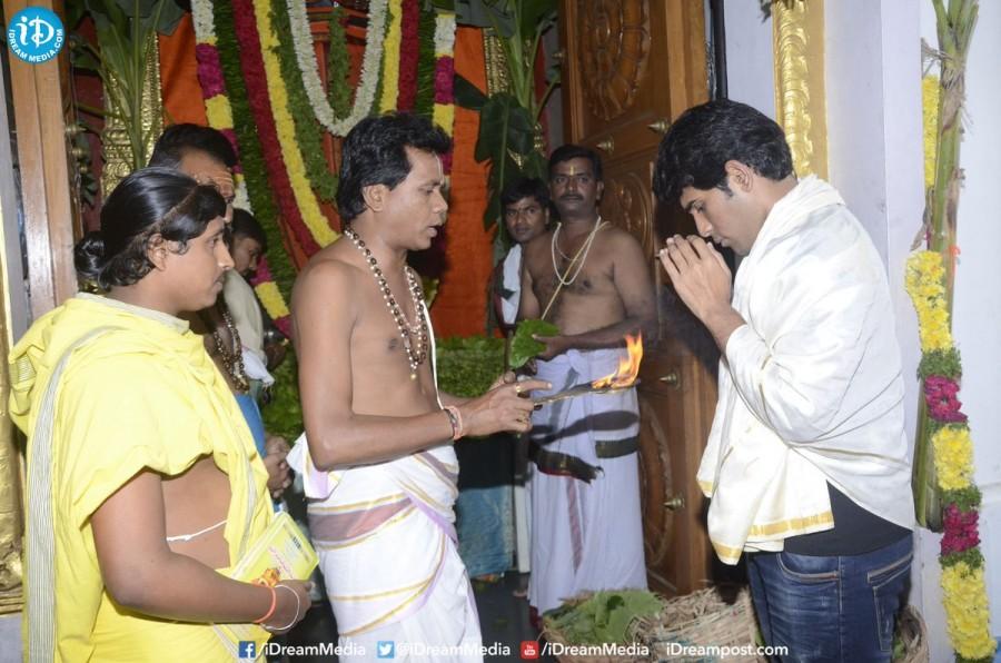 Ram Charan,Ram Charan Teja,Chiranjeevi,Chiranjeevi birthday,Ram Charan perform special pooja,Chiranjeevi birthday celebrations,Chiranjeevi birthday special,Chiru 150,Khaidi 150,Khaidi 150 first look,Khaidi 150 poster