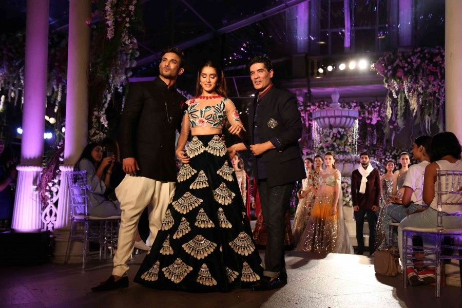 Lakme fashion week,lakme fashion week day 1,Manish Malhotra,LFW,LFW day 1,Sushanth Singh Rajput,Shraddha Kapoor,Manish Malhotra,Dia Mirza,Shilpa Shetty,Neha Dhupia,Zayed Khan,Sophie Choudry,Bhumi Pednekar,Aditya Roy Kapur