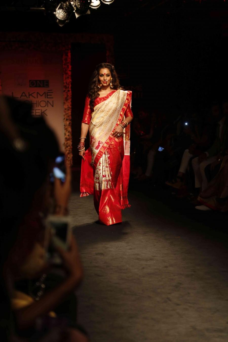 Bipasha Basu at Lakme Fashion Week,Bipasha Basu at Lakme Fashion Week 2016,Bipasha Basu ramp walk,Bipasha Basu pics,Bipasha Basu images,Bipasha Basu photos,Bipasha Basu stills,Bipasha Basu pictures,Lakme Fashion Week 2016,Lakme Fashion Week
