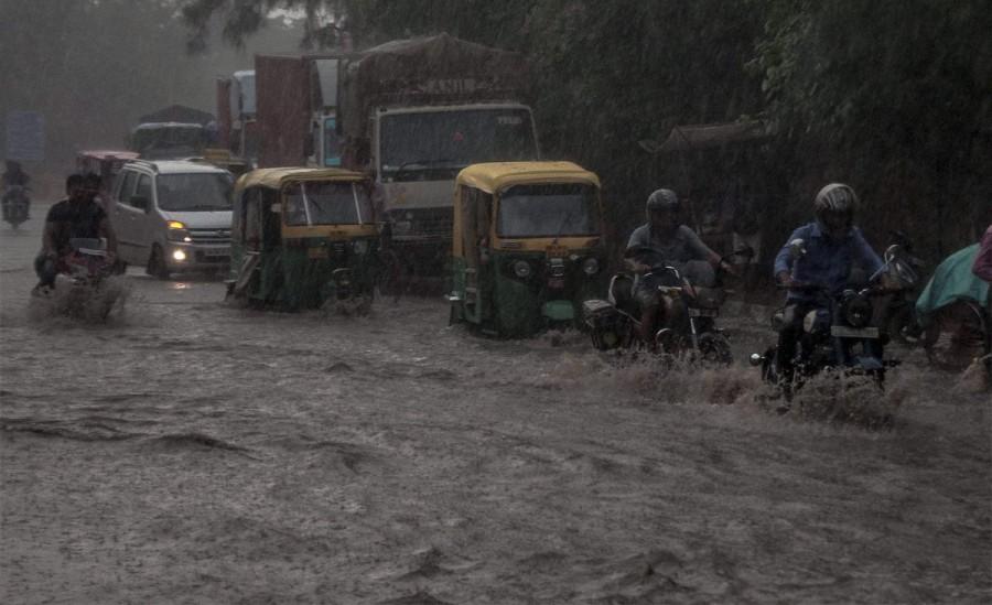 Hyderabad,heavy rain in Hyderabad,Hyderabad heavy rain,killed as rains batter Hyderabad,Hyderabad traffic,Seven killed in Hyderabad