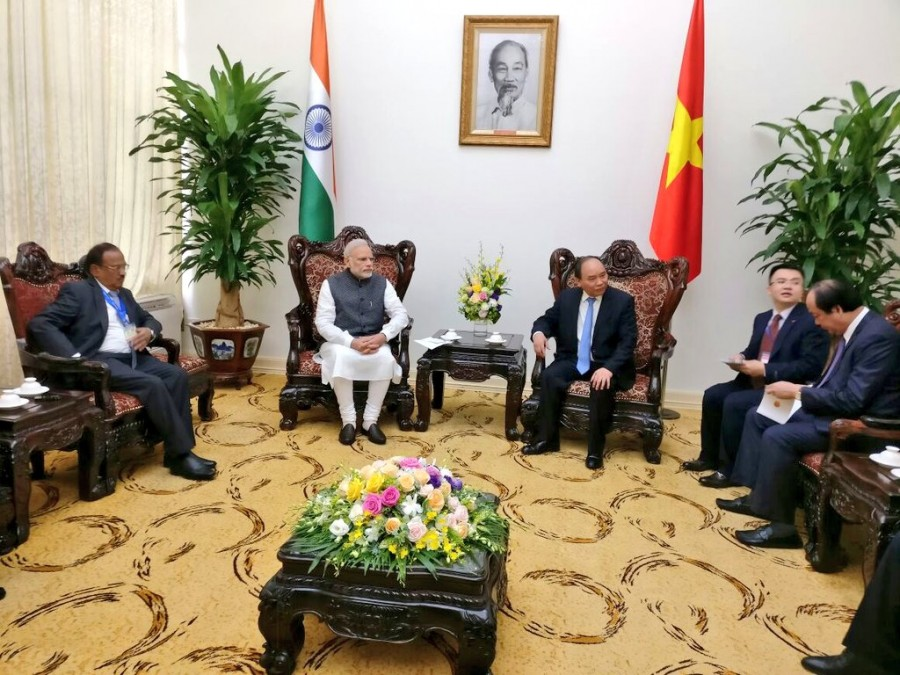 Narendra Modi,Prime Minister Narendra Modi,Narendra Modi meets Vietnam PM,Modi meets Vietnam PM,Vietnamese counterpart Nguyen Xuan Phuc,Nguyen Xuan Phuc