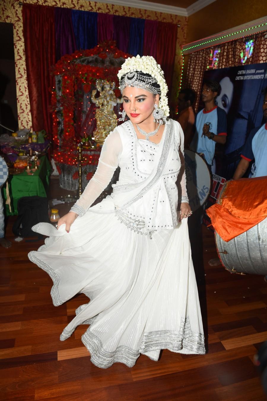 Rakhi Sawant,Rakhi Sawant celebrates Ganesh Chaturthi,Ganesh Chaturthi,Ganesh Chaturthi celebrations,Rakhi Sawant pics,Rakhi Sawant images,Rakhi Sawant photos,Rakhi Sawant pictures