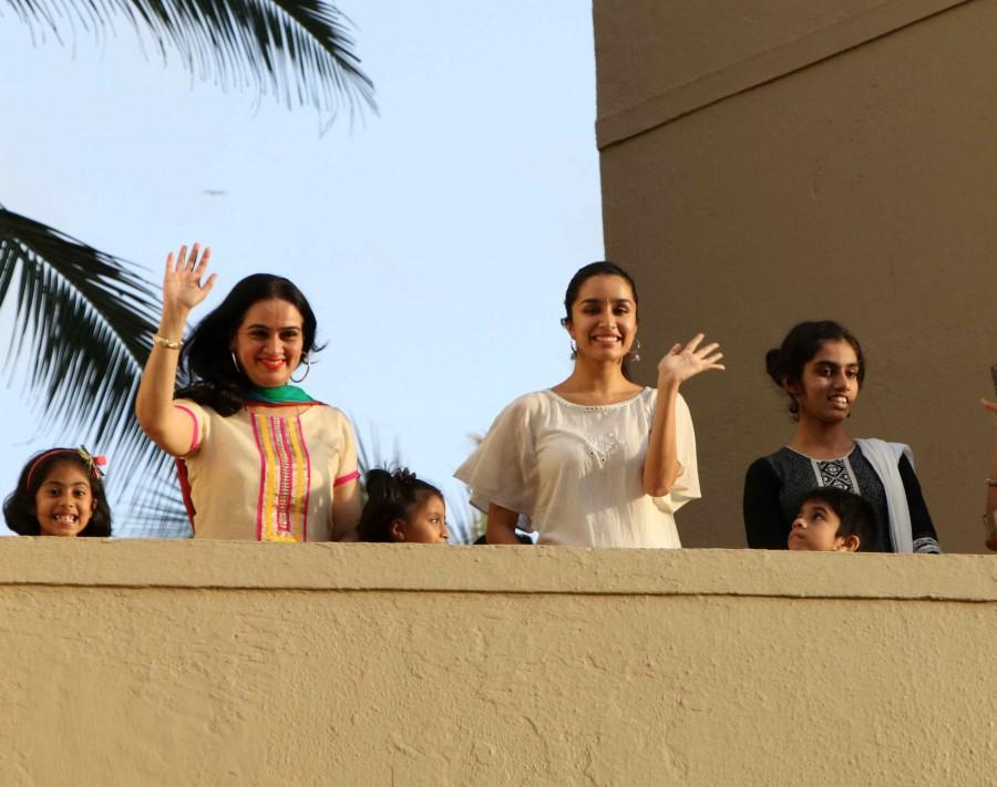 Shraddha Kapoor celebrates Ganesh Chaturthi,Ganesh Chaturthi,Shraddha Kapoor,actress Shraddha Kapoor,Shraddha Kapoor with family,Shraddha Kapoor latest pics,Shraddha Kapoor latest images,Shraddha Kapoor latest photos,Shraddha Kapoor latest pictures