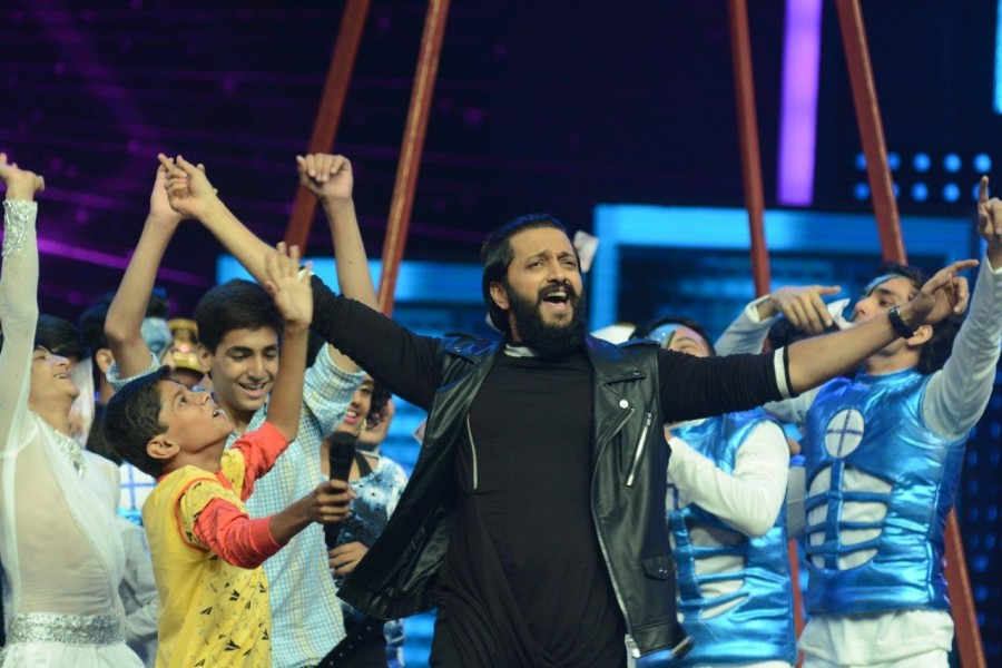 Ritesh Deshmukh,Nargis Fakhri,Remo D'souza,Banjo,Banjo promotions,Banjo promotion on Dance Plus season 2,Dance Plus season 2