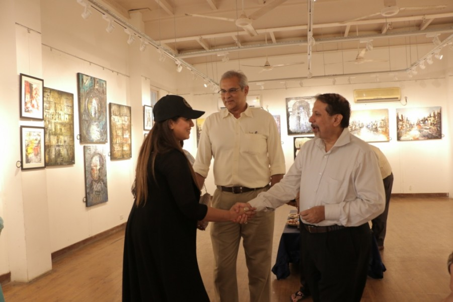 Bela Mardia,Solo Art Show,Mahima Choudhary,The Palette Knife,Mehmood Curmally,Vikram,Jeeya Sethi,Mr Bahl,Mr Bahl with daughter Sanjana,Sanjana