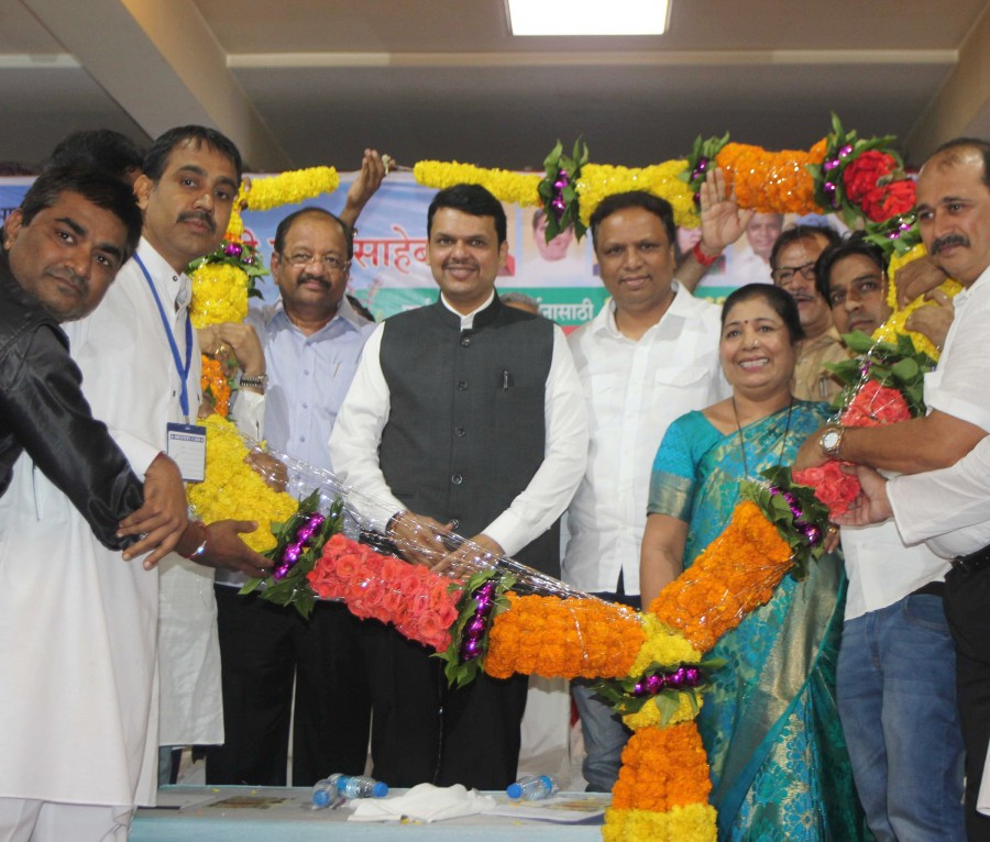 Gopal Shetty,Devendra Fadnavis,gas stoves,gas stoves to poors,Borivali Gorai,Chief Minister of Maharashtra,Narendra Modi,Narendra Modi birthday,Vidya Thakur,MLA Ashish Shelar,MLA Atul Bhatkalkar,Ram Barot,Asavari Patil,Shailaja Girkar