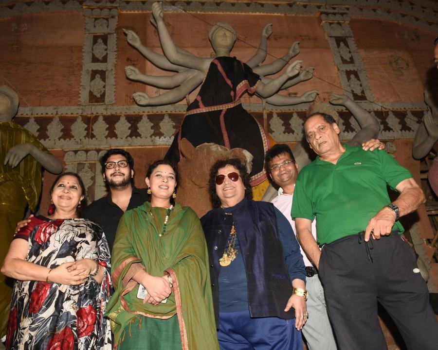 Durga Puja Samiti 2016,Durga Puja Samiti,Durga Puja,Bhappi Lahiri,Shamita Mukherji,Bappa Lahari,Debu Mukherji,Aneel Murarka,Maa Durga