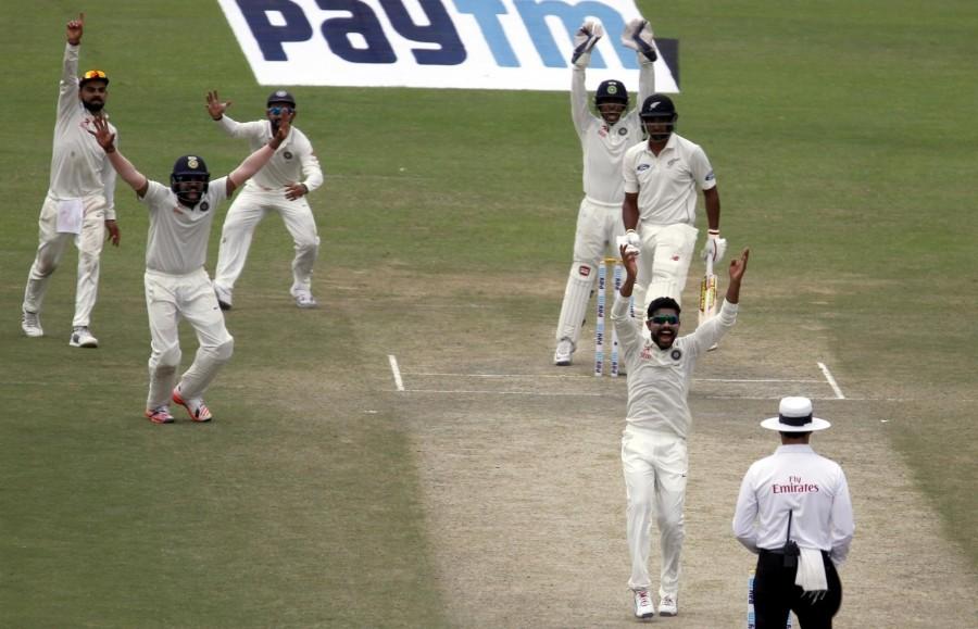 New Zealand vs India,India vs New Zealand,India vs New Zealand Test series,New Zealand all out for 262,India leads by 56 runs,Ravichandran Ashwin,Ravindra Jadeja