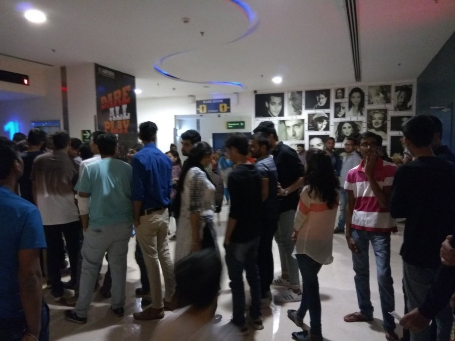 M.S. Dhoni: The Untold Story,Dhoni,Dhoni Fan Craze,Dhoni Craze,Mahendra Singh Dhoni,M.S. Dhoni,M.S. Dhoni Box Office