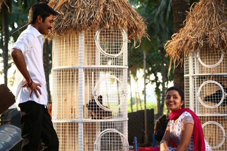 Dhanush,Trisha,Anupama Parameswaran,Dhanush and Trisha,Kodi movie stills,Kodi movie pics,Kodi movie images,Kodi movie photos,Kodi movie pictures,Kodi movie gallery,Dhanush in Kodi,Trisha in Kodi