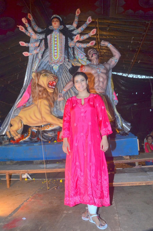 Kajol,Kajol attends Durga Puja,Durga Puja,Durga Puja in Bombay,Durga Puja celebrations,Samrat Mukherje,Aneel Murarka,Sumona chakraborty,Durga Puja Samiti,Maa Durga