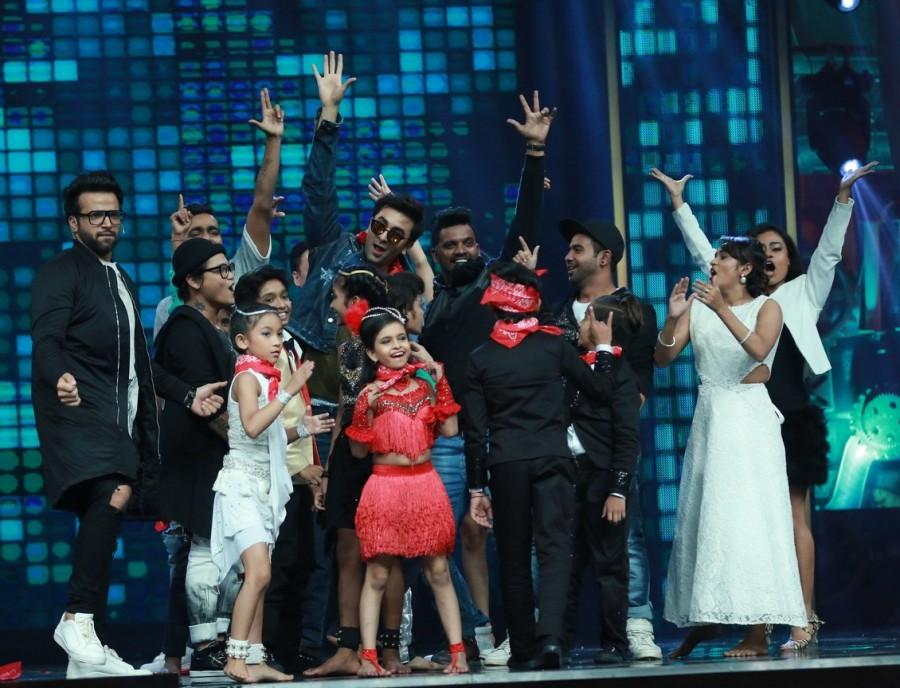 Ranbir Kapoor,Ranbir Kapoor promotes Ae Dil Hai Mushkil,Ae Dil Hai Mushkil,Ae Dil Hai Mushkil promotion,Ae Dil Hai Mushkil movie promotion,Super Dancer,Ranbir Kapoor on the set of Super Dancer,Ranbir Kapoor at Super Dancer