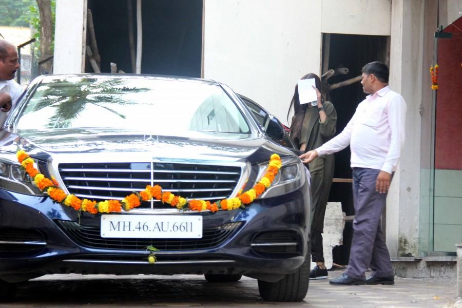 Sonam Kapoor,Sonam Kapoor spotted at Skinfiniti Clinic,Sonam Kapoor spotted at Skinfiniti Clinic in Mumbai,Sonam Kapoor latest pics,Sonam Kapoor latest images,Sonam Kapoor latest photos,Sonam Kapoor latest stills,Sonam Kapoor latest pictures