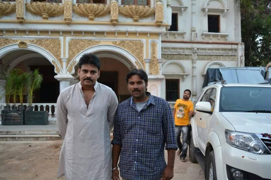 Katamarayudu,Pawan Kalyan,Shruti Haasan,Sharwanand,Kamal Kamaraju,Ajay,Siva Balaji,Ali,Katamarayudu working stills,Katamarayudu working pics,Katamarayudu working images,Katamarayudu working photos,Katamarayudu working pictures,Katamarayudu on the sets,Paw