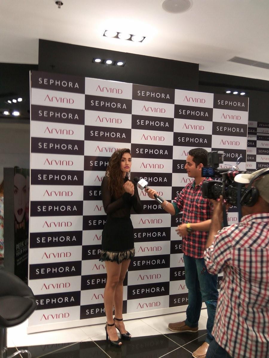 Esha Gupta,Bipasha Basu,Disha Patani,Sephora store Launch,Sephora store Launch pics,Sephora store Launch images,Sephora store Launch photos,Sephora store Launch  stills,Sephora store Launch pictures