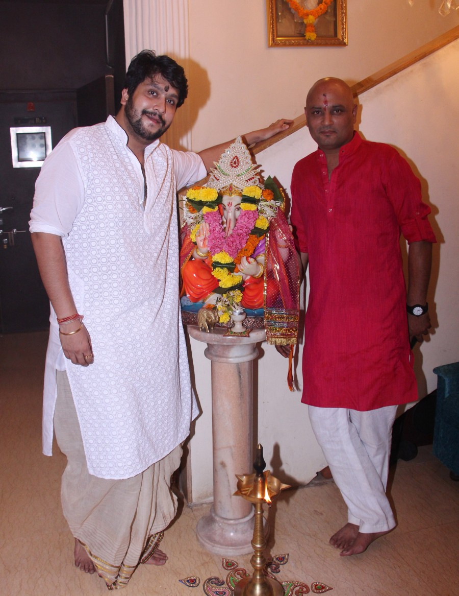 Bappi Lahiri celebrates Lakshmi Pooja,Jeetendra,Alka Yagnik,Lalit Pandit,Sumona Chatterjee,Babul Supriyo,Bappi Lahiri