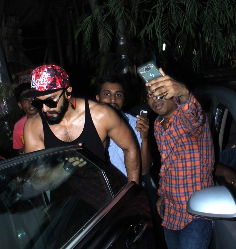 Ranveer Singh spotted at Otters Club,Ranveer Singh at Otters Club,actor Ranveer Singh,Ranveer Singh new look,Ranveer Singh latest pics,Ranveer Singh latest images,Ranveer Singh latest photos,Ranveer Singh latest stills,Ranveer Singh latest pictures