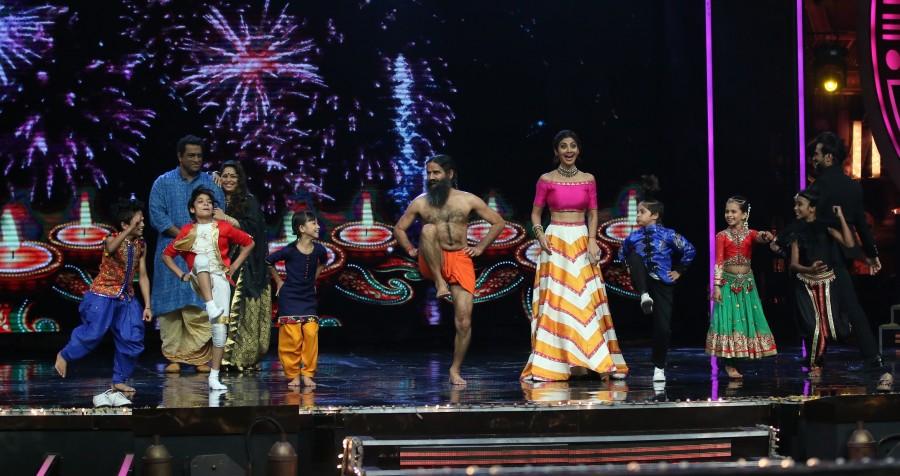 Baba Ramdev,Anurag Basu,Geeta Kapoor,Shilpa Shetty,Super Dancer,reality show,Baba Ramdev demonstrates Yoga,Baba Ramdev on Super Dancer