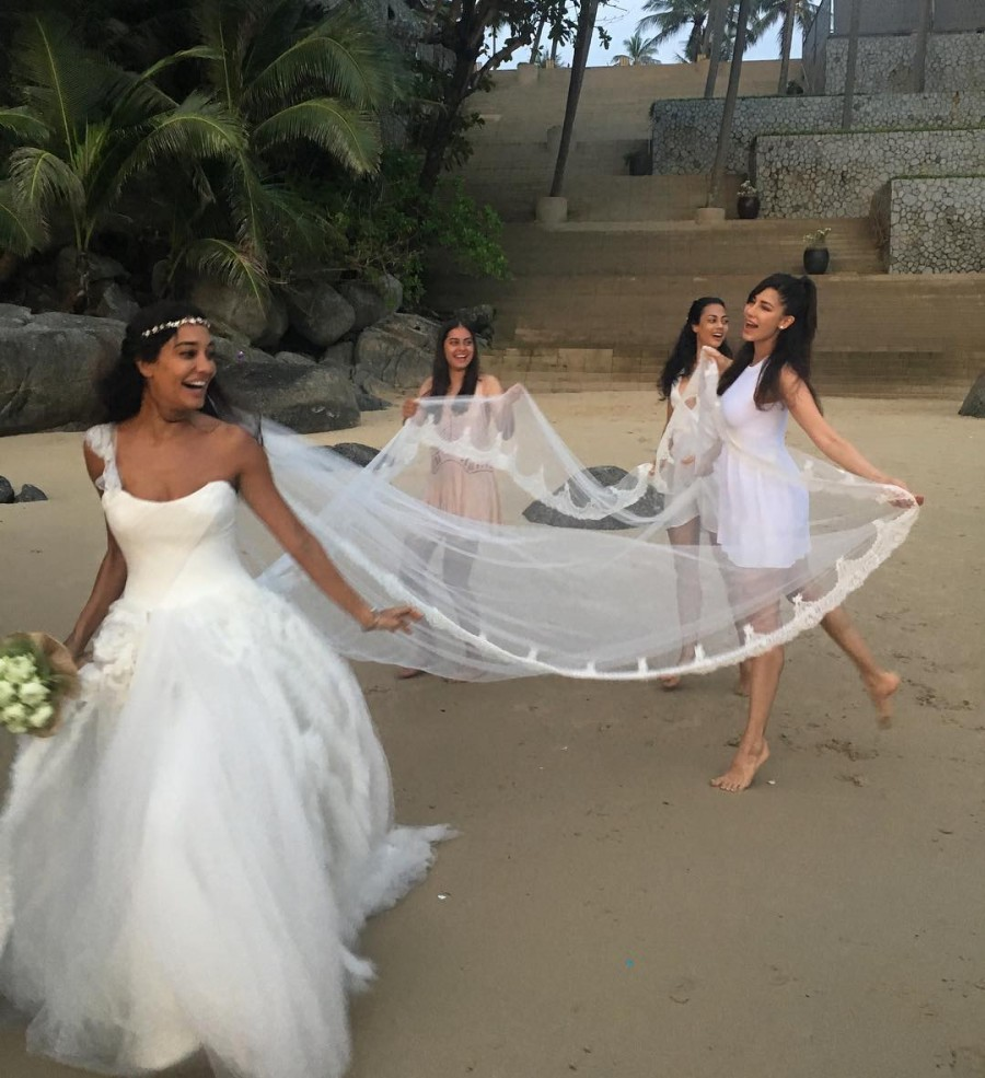 Lisa Haydon marries beau Dino Lalvani,Lisa Haydon wedding,Lisa Haydon wedding pics,Lisa Haydon wedding images,Lisa Haydon wedding photos,Lisa Haydon wedding pictures,Lisa Haydon marriage,Lisa Haydon marriage pics,Lisa Haydon marriage images,Lisa Haydon ma