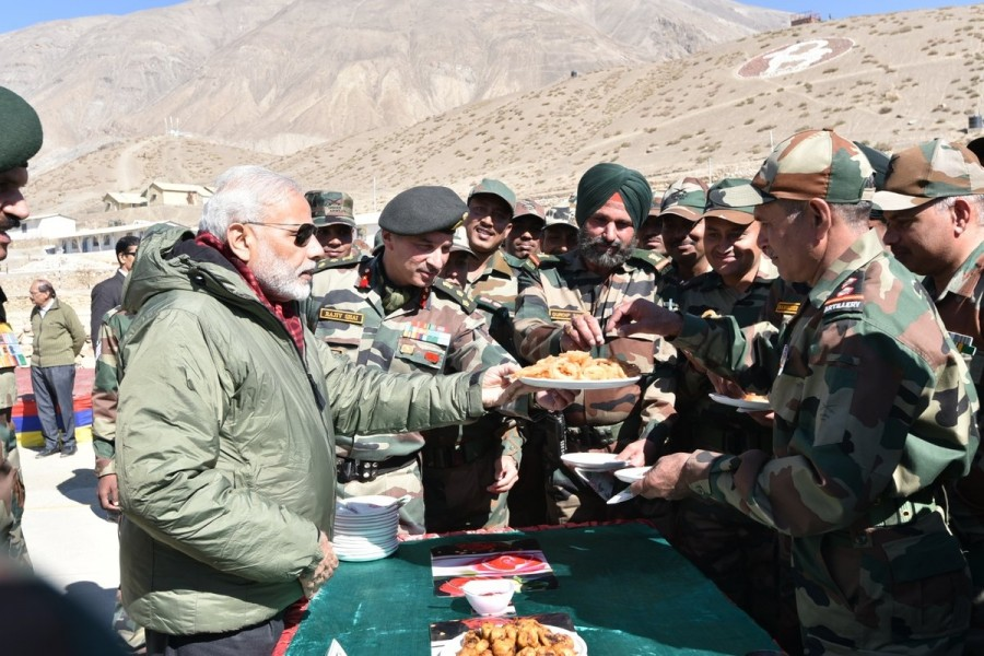 PM Modi,Narendra Modi,Narendra Modi celebrates Diwali,Narendra Modi celebrates Diwali with Indian Army,Narendra Modi with Indian Army,Himachal Pradesh