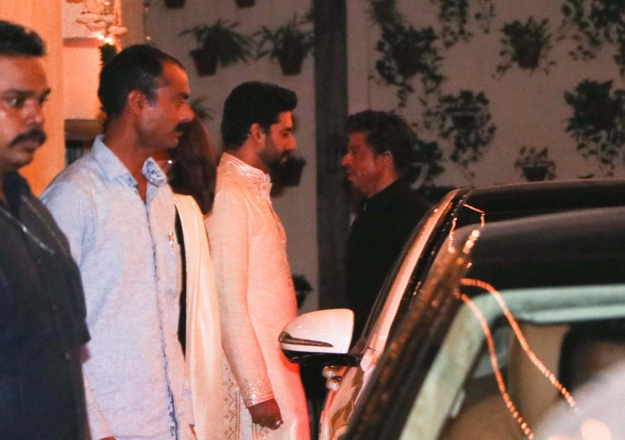 Shahrukh Khan,Ranbir Kapoor,Sanjay Dutt,Amitabh Bachchan's diwali party,Amitabh Bachchan diwali party,Celebs at Amitabh Bachchan diwali party,Amitabh Bachchan diwali party pics,Amitabh Bachchan diwali party images,Amitabh Bachchan diwali party photos