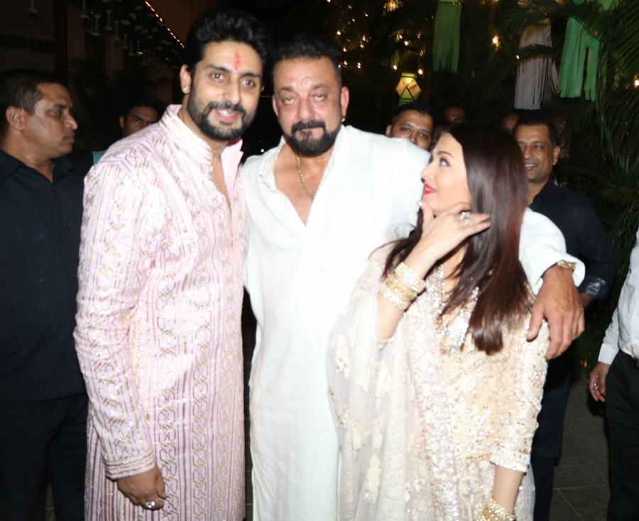 Shahrukh Khan,Ranbir Kapoor,Sanjay Dutt,Amitabh Bachchan's diwali party,Amitabh Bachchan diwali party,Celebs at Amitabh Bachchan diwali party,Amitabh Bachchan diwali party pics,Amitabh Bachchan diwali party images,Amitabh Bachchan diwali party photos