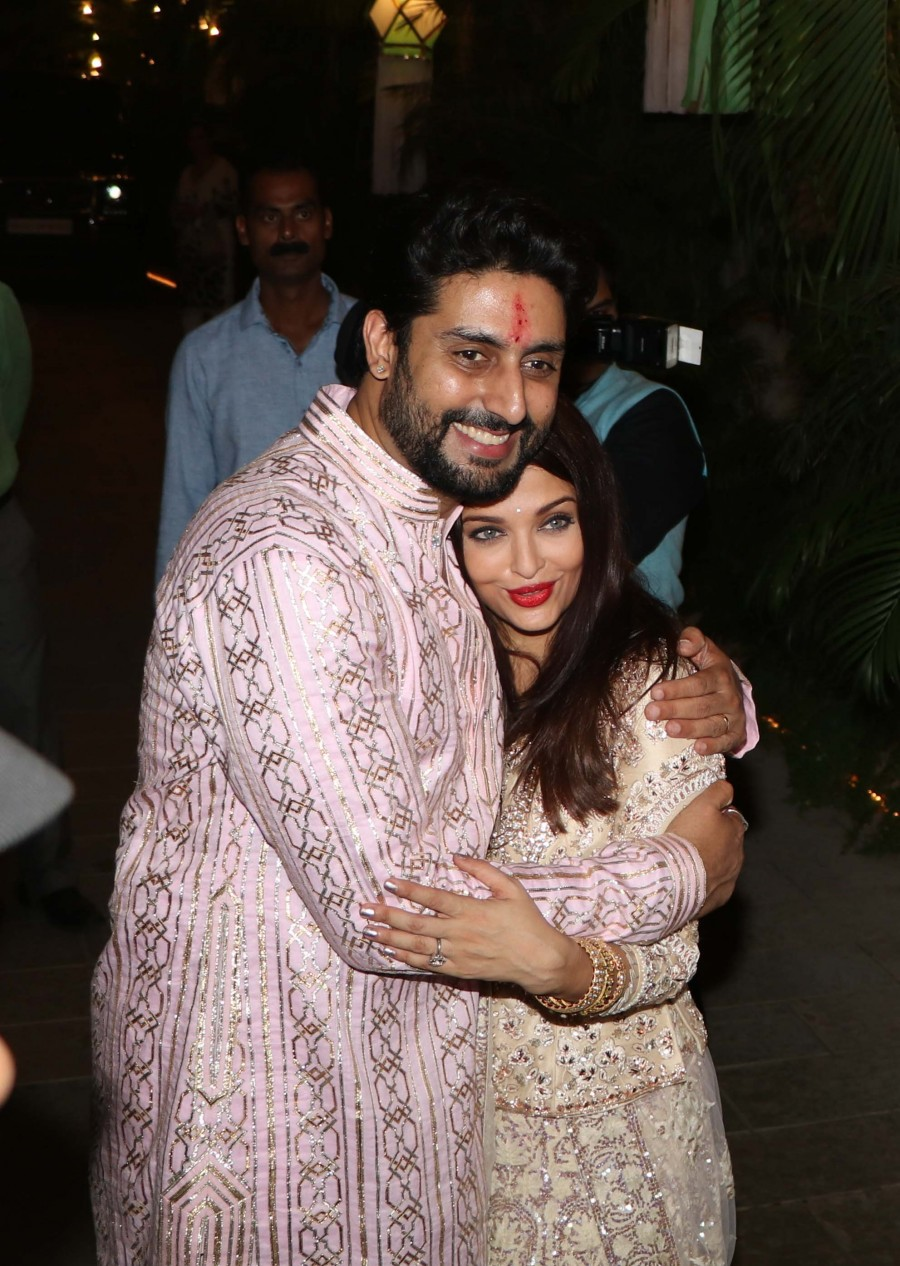 Aishwarya Rai,Abhishek Bachchan,Aishwarya Rai and Abhishek Bachchan's Diwali Bash,Aishwarya Rai Diwali Bash,Aishwarya Rai latest pics,Aishwarya Rai latest images,Aishwarya Rai latest photos,Aishwarya Rai latest stills,Aishwarya Rai latest pictures