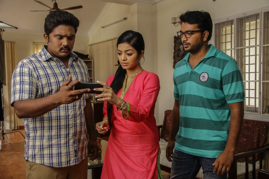 Kalaiyarasan,Janani Iyer,Adhe Kangal,Adhe Kangal Movie Stills,Adhe Kangal Movie pics,Adhe Kangal Movie images,Adhe Kangal Movie photos,Adhe Kangal Movie pictures,Tamil movie Adhe Kangal