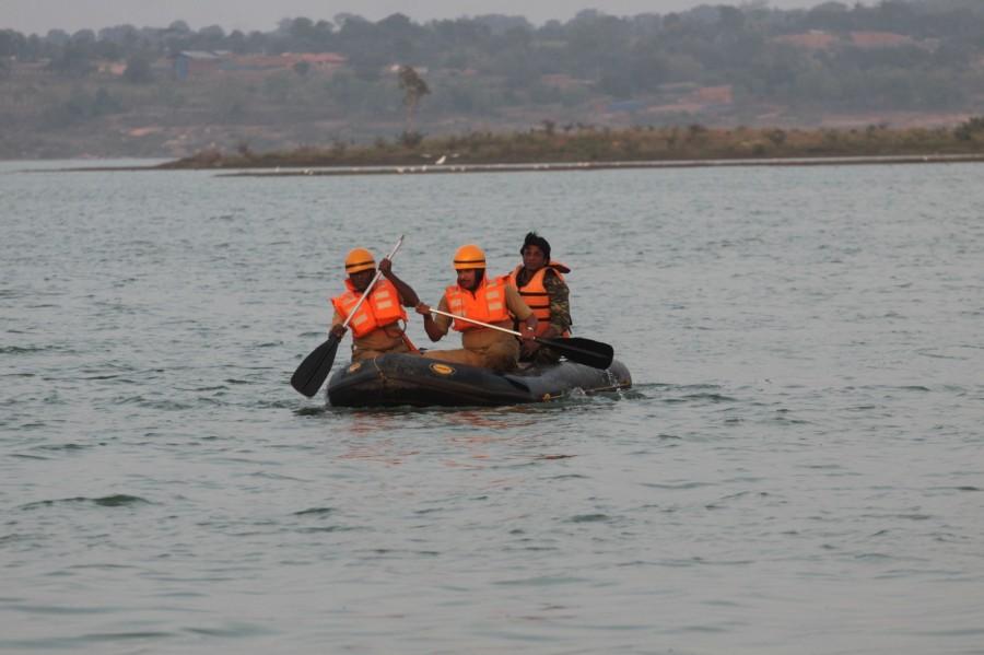 Masti Gudi accident,Masti Gudi,Masti Gudi kannada actors,Masti Gudi shooting,Rescue operations at Thippagondanahalli lake,Thippagondanahalli lake,Thippagondanahalli,TG Halli,Duniya Vijay,Duniya Vijay at Masti Gudi accident