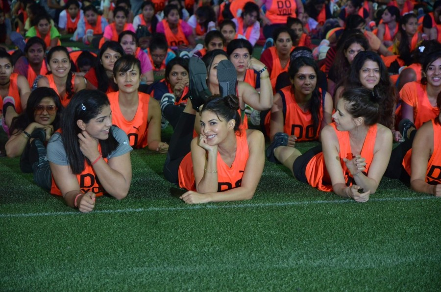 Sakshi Malik,Jacqueline Fernandez,Kalki Koechlin,abdominal plank position,abdominal plank,abdominal plank position for 60 seconds,Guinness world record