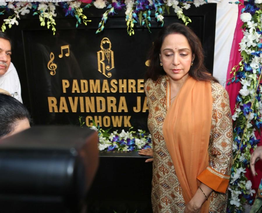 Hema Malini,Ravindra Jain Chowk,Hema Malini inaugurates Ravindra Jain Chowk,Hema Malini pics,Hema Malini images,Hema Malini photos,Hema Malini stills,Hema Malini pictures