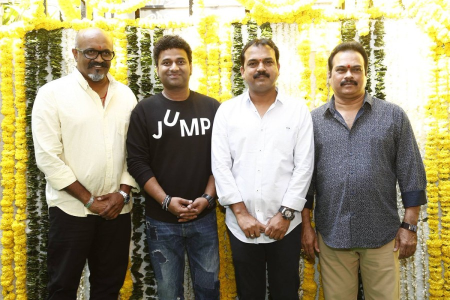 Mahesh Babu and Koratala Siva,Mahesh Babu,Koratala Siva,Mahesh Babu new movie launch,Koratala Siva new movie launch,Namrata,Mahesh Babu wife,Mahesh Babu wife Namrata