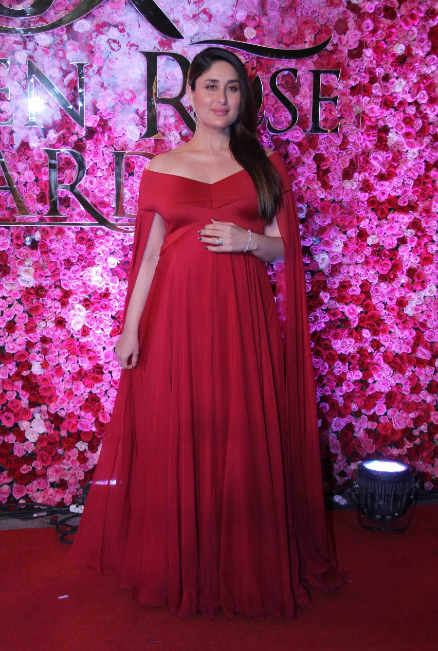 Kareena Kapoor Khan,Kareena Kapoor,Kareena Kapoor Khan at Lux Golden Rose Awards 2016,Kareena Kapoor Khan at Lux Golden Rose Awards,Kareena Kapoor at Lux Golden Rose Awards,kareena kapoor khan baby,Kareena Kapoor Khan baby bump,Kareena Kapoor baby bump